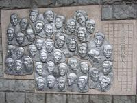 天祖神社階段レリーフ